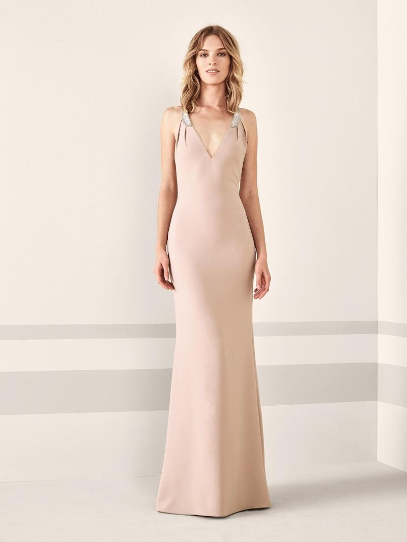449824a6b Dentro dessa proposta, você também pode optar por um vestido de cor mais  vibrante, como este: